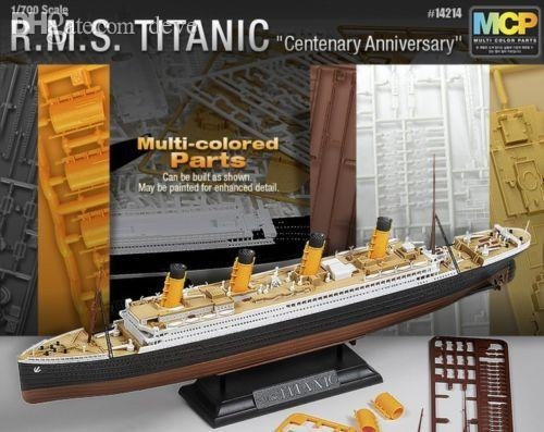 "TITANIC ""Colored""  1:700 Academy"